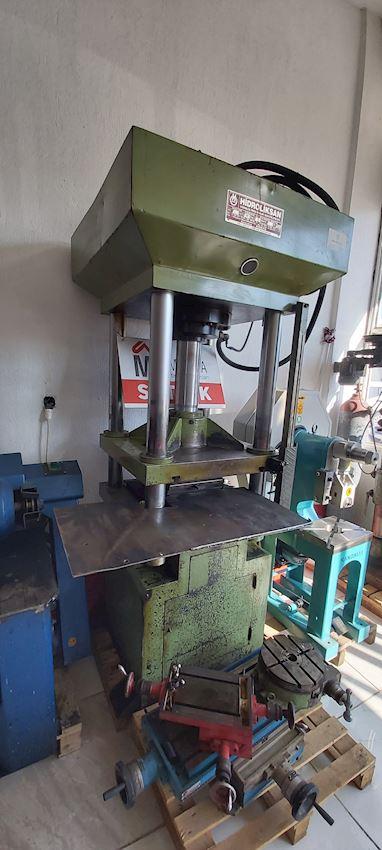 100 Ton Rubber Press 2005 Model Table 50x50 Automatıc Gasing Wıth PLC Controlled Armrest 35 cm