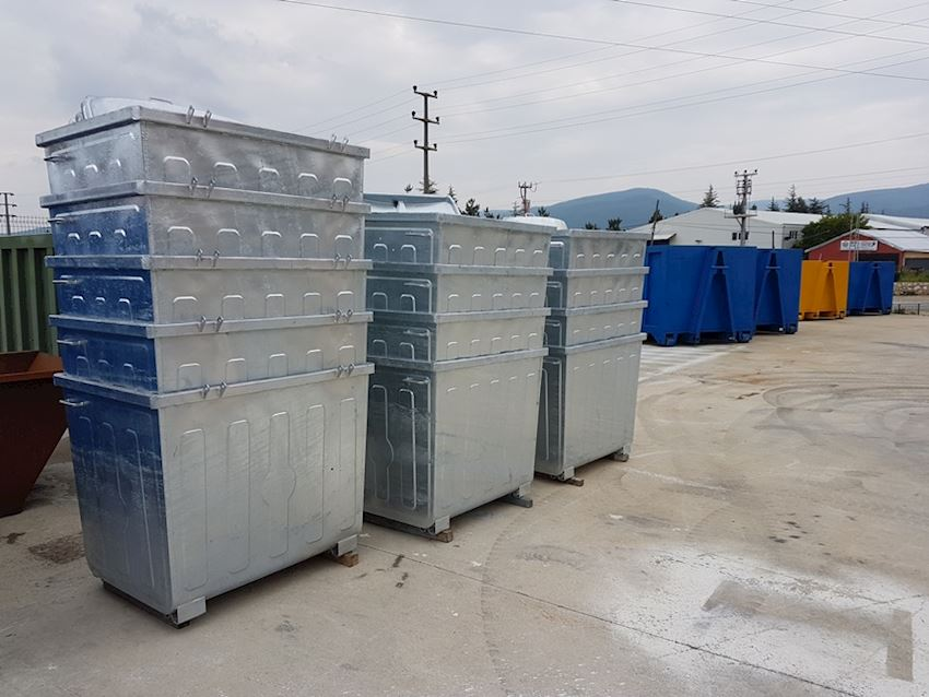 1100 lt hot galvanized bins