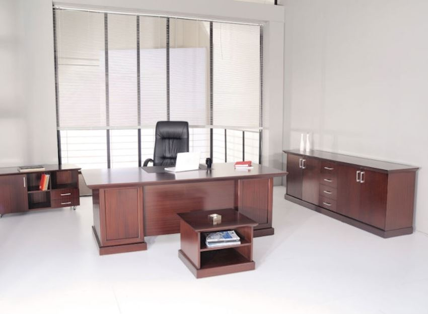 DIM EXECUTIVE DESKS NATURAL Office Desks