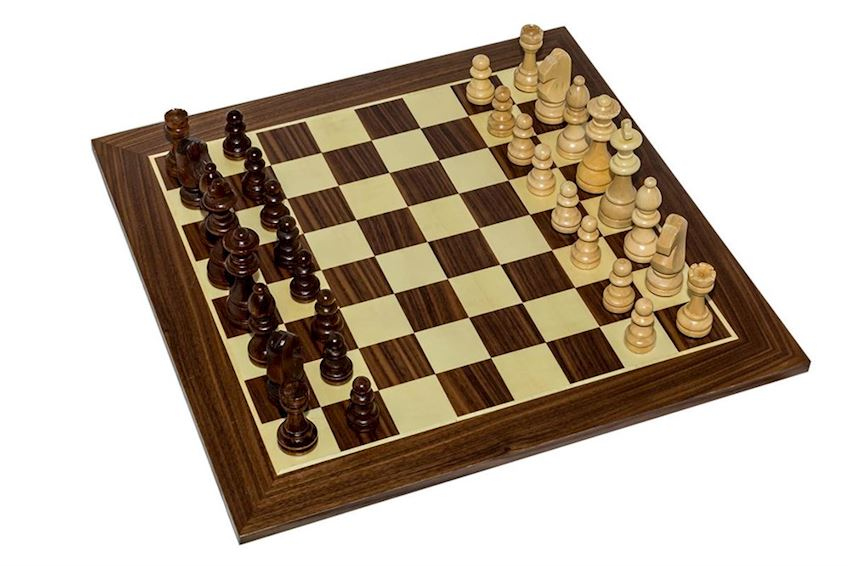 FLAT SIMPLE CHESS SET (WOODEN FIGURED) (2678.2694)