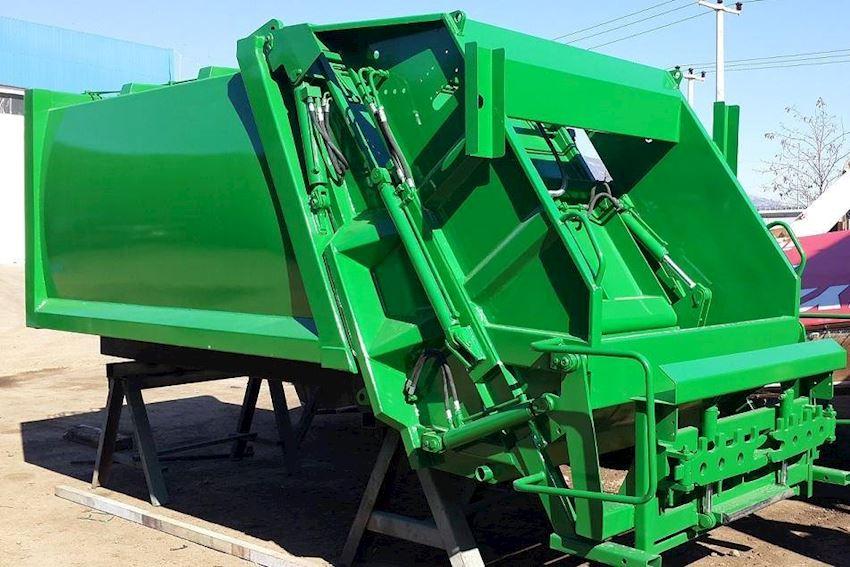 Garbage compactor Truck