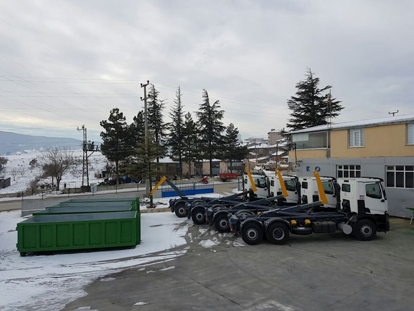 Garbage Hooklift Truck roll containers