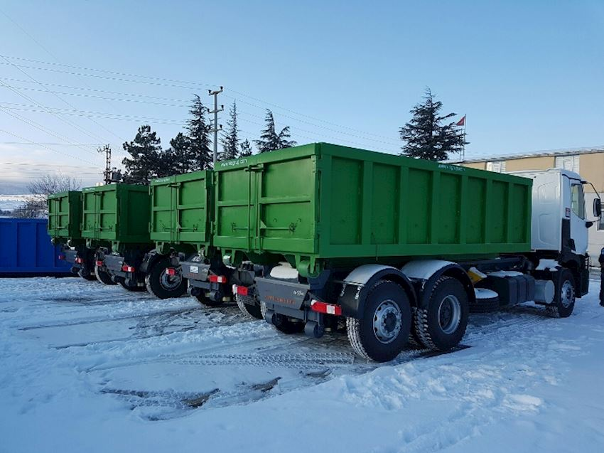 Hooklift Garbage Trucks