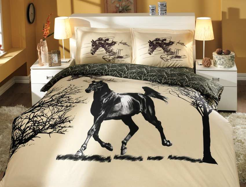 Nev Mustang  Deluxe Satin Cream Bedding Set