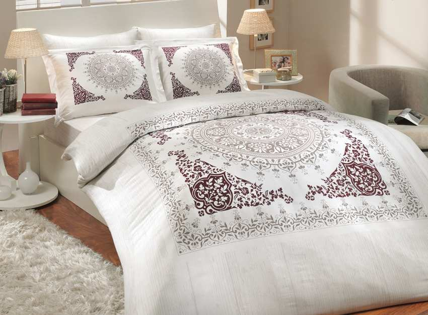 Nev Saphire Exclusive Claret Red Bedding Set