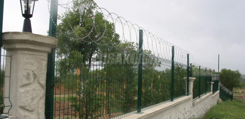 Planar Razor Wire