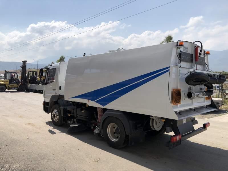 Vacuum Road Sweeping Machines